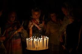 Kobiety w górnej części Bazyliki Zmartwychwstania Pańskiego