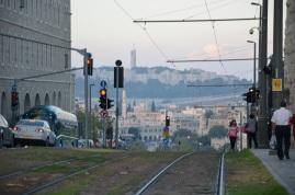 Wieczór na Ulice Jaffo. Spojrzenie w kierunku Starego Miasta.