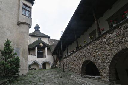 Zamek Dunajec, podwórko